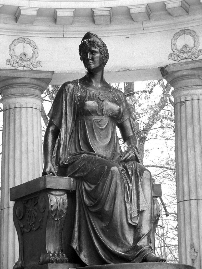 Статуя Марии Фёдоровны в Павильоне Росси (Andrew Krizhanovsky) Автор фото: AKA MBG (Wikimedia Commons)