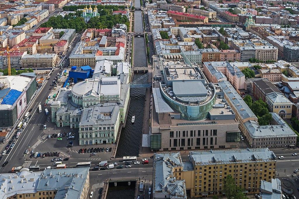 Аэрофотосъёмка Мариинского театра (старой и новой сцены) в Санкт-Петербурге. Фото: A.Savin (Wikimedia Commons · WikiPhotoSpace)