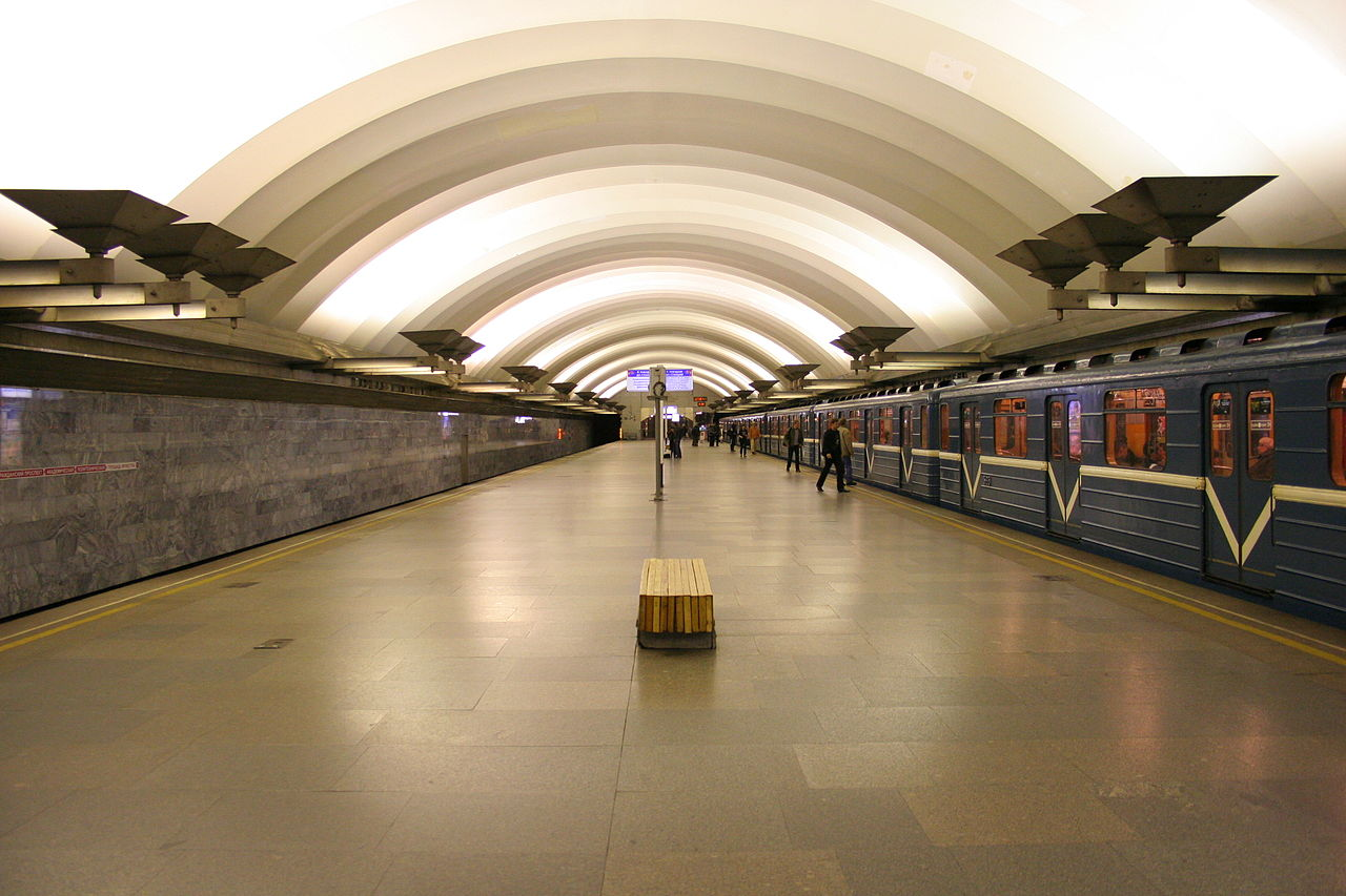 "Станция ""Площадь Мужества"". Автор фото: A.Savin (Wikimedia Commons · WikiPhotoSpace)"