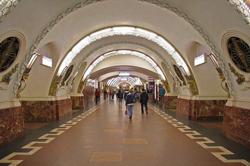 """Станция """"Площадь Восстания"""" Петербургского метрополитена. Автор фото: A.Savin (Wikimedia Commons · WikiPhotoSpace)"""