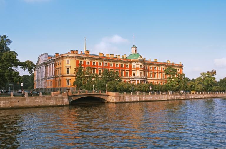 Михайловский замок  https://commons.wikimedia.org