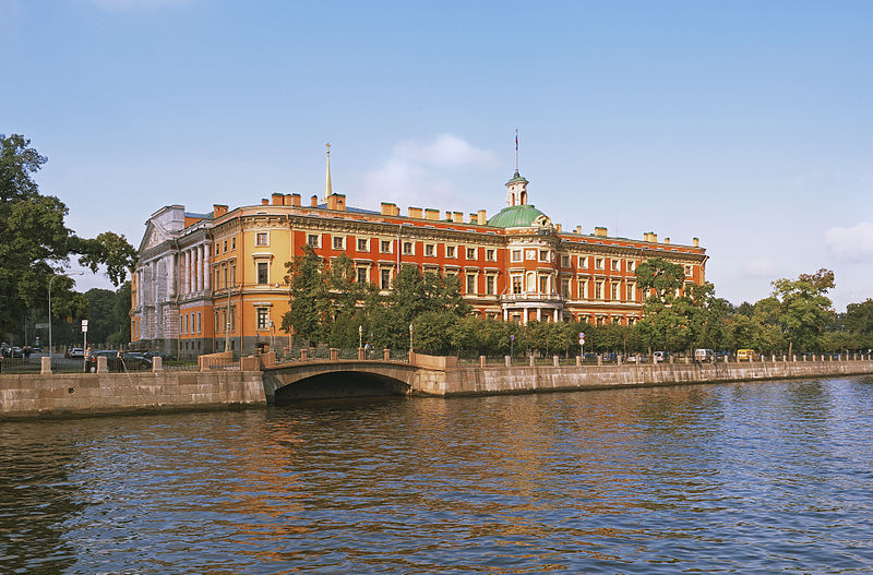 Михайловский замок с набережной Фонтанки, источник фото: Wikimedia Commons, Автор: Aleks G