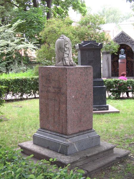Захоронение В.И.Демут-Малиновского, фото с сайта Poxoronka.ru