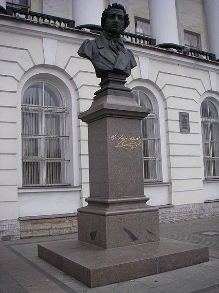 Памятник А.С. Пушкину на набережной Макарова у д.4, источник фото: Wikimedia Commons, Автор: One half 3544