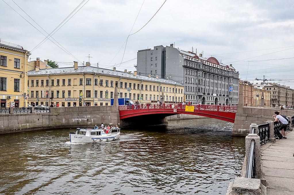 Мойка. Красный мост. Фото: Alex 'Florstein' Fedorov (Wikimedia Commons)