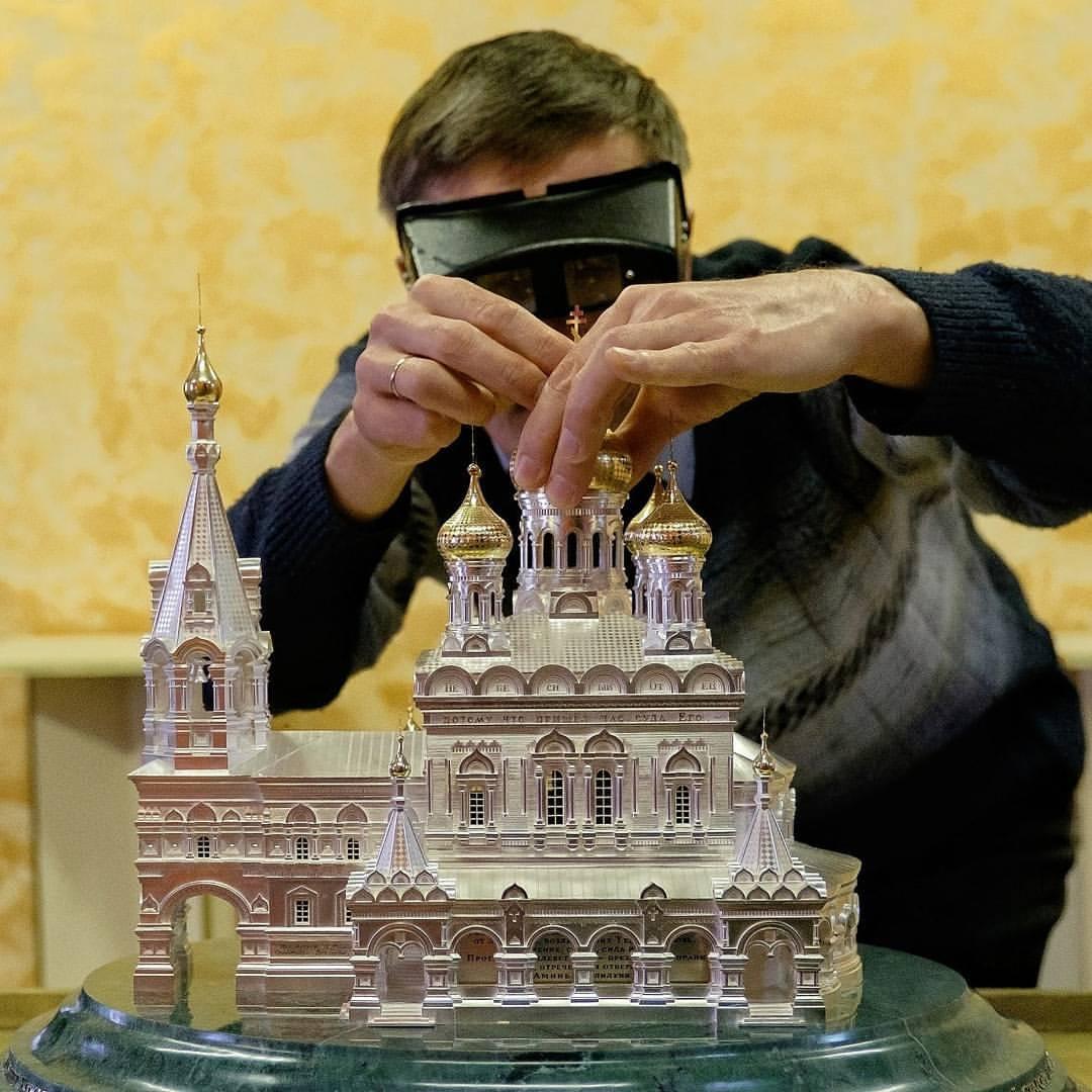 """Храм, выполненный из серебра и золота, выставлен в музее """"Русский Левша"""", источник фото: https://vk.com/public16350208 Автор: Алена Бобрович"""