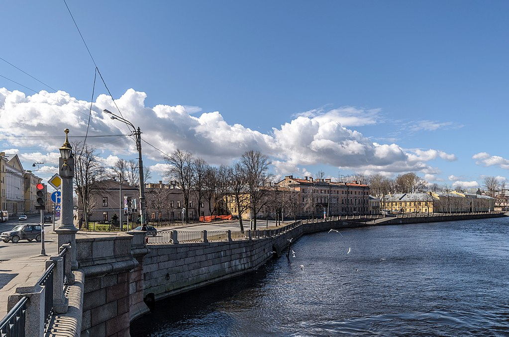 Набережная реки Фонтанки возле площади Репина. Фото: Florstein (WikiPhotoSpace)