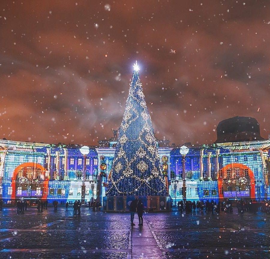 Новогодняя ночь 2018 на Дворцовой площади. Фото: 2018-gody.com/novyiy-god-2018