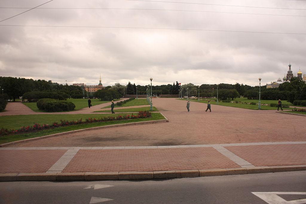 Марсово поле. https://commons.wikimedia.org/wiki