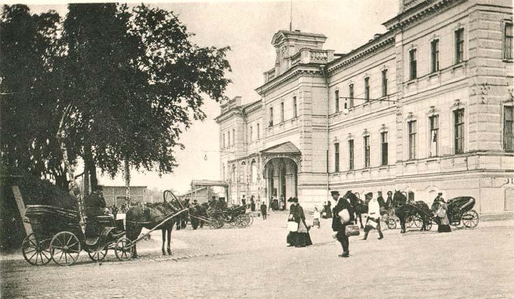Вокзал Ораниенбаум до революции 1917 года. Автор фото: неизвестен (Wikimedia Commons)