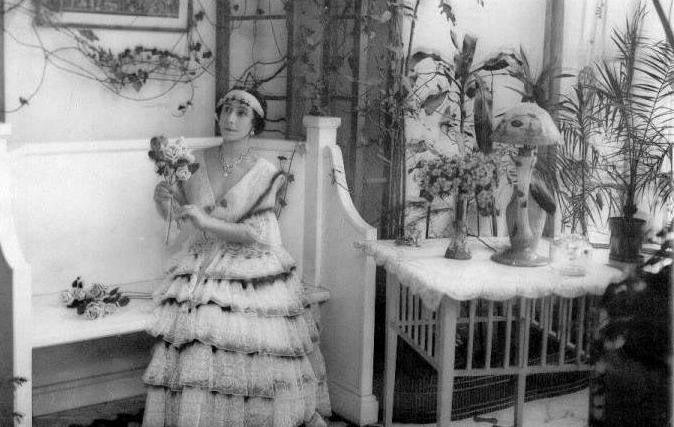 М. Кшесинская в своём особняке. Фото: citywalls.ru