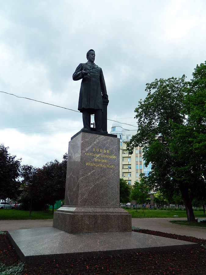 Памятник А. С. Попову (Санкт-Петербург). Автор фото: Тара-Амингу  (Wikimedia Commons)