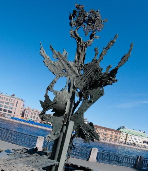 Памятник символизирует собой древо жизни, источник фото: http://www.ipetersburg.ru/pamyatnik-alfredu-nobelyu
