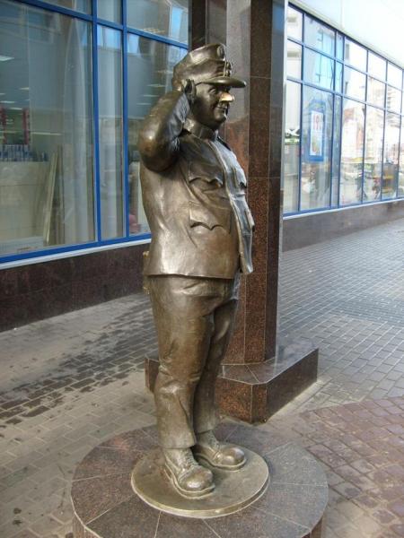 Памятник бравому солдату Швейку на Балканской площади, источник фото: http://www.ipetersburg.ru/pamyatnik-bravomu-soldatu--shveyku/