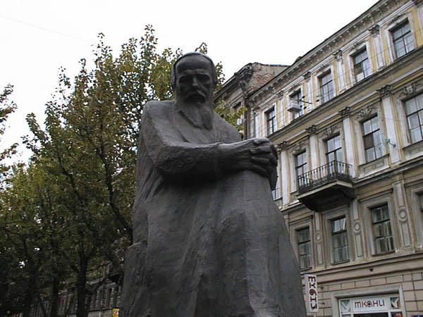 Памятник Достоевскому в Санкт-Петербурге, источник фото: http://s-pb.in/pamyatniki-spb/pamyatnik-dostoevskomu