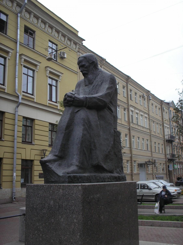 Памятник Достоевскому в Санкт-Петербурге, источник фото: wikipedia.org