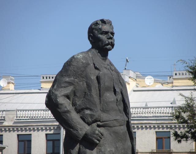 Памятник М. Горькому.Ск. В.В.Исаева,арх. Е.А.Левинсон.(уст. 1968 г.), источник фото: http://www.hellopiter.ru/Gorkii.html