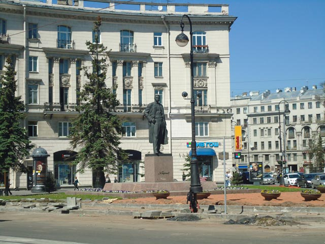 Памятник М. Горькому в Санкт-Петербурге, источник фото: http://www.hellopiter.ru/Gorkii.html
