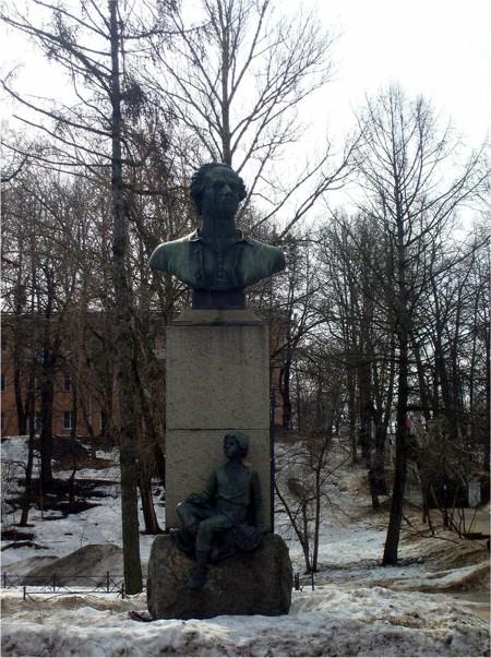 Памятник Ломоносову. Фото: lomonosov.niv.ru