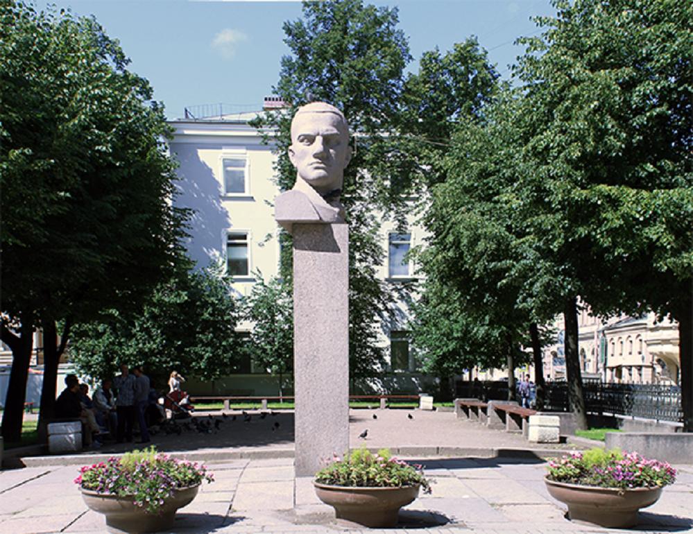 Памятник-бюст Владимиру Владимировичу Маяковскому