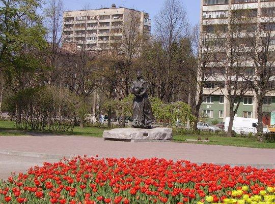 Памятник охтенке