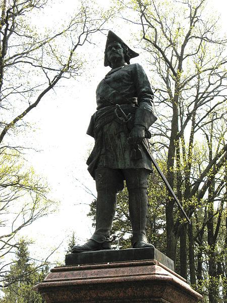 Памятник Петру I в Петергофе. Автор: Dimidrol68, Wikimedia Commons
