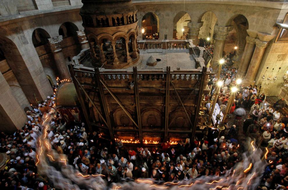 Пасхальная месса в Храме Гроба Господня, в Старом городе Иерусалима, воскресенье, 12 апреля , 2009, источник фото: http://bigpicture.com.ua/291-pasxa-2009.html
