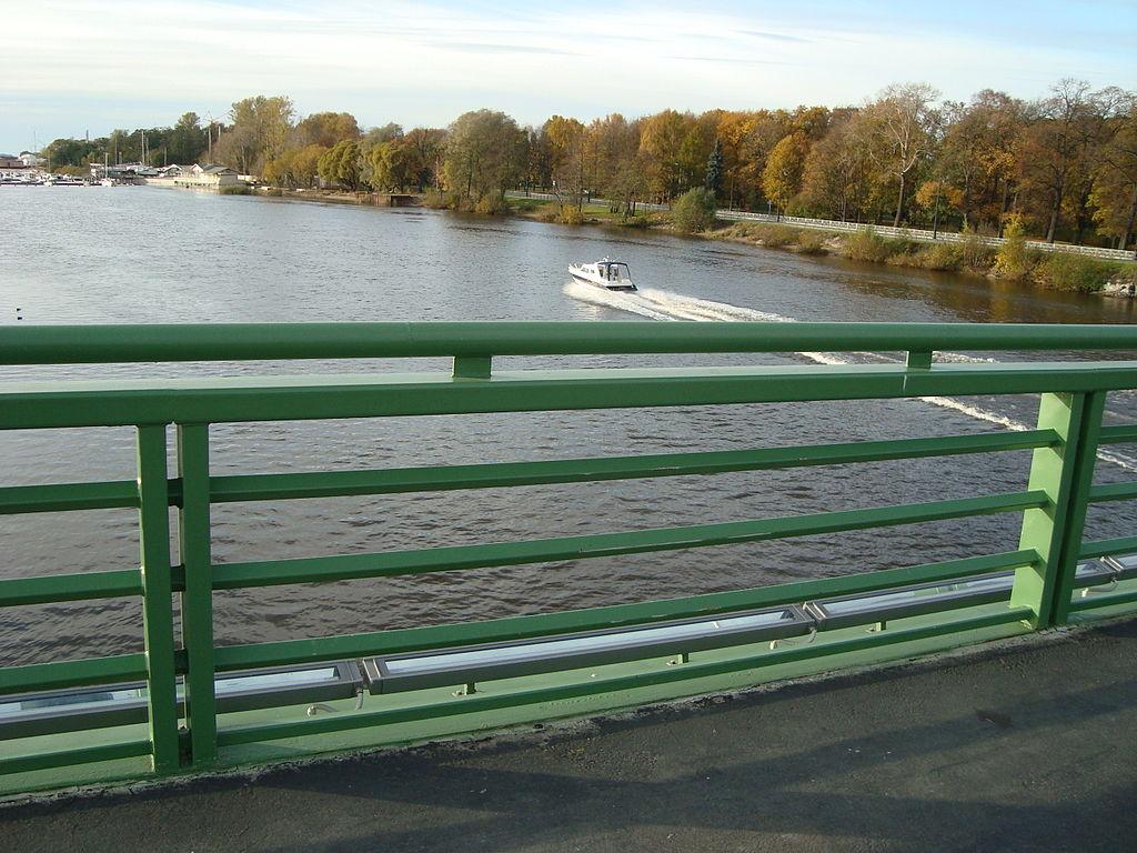 Перильное ограждение Большого Петровского моста. Фото: Wagon (Wikimedia Commons)