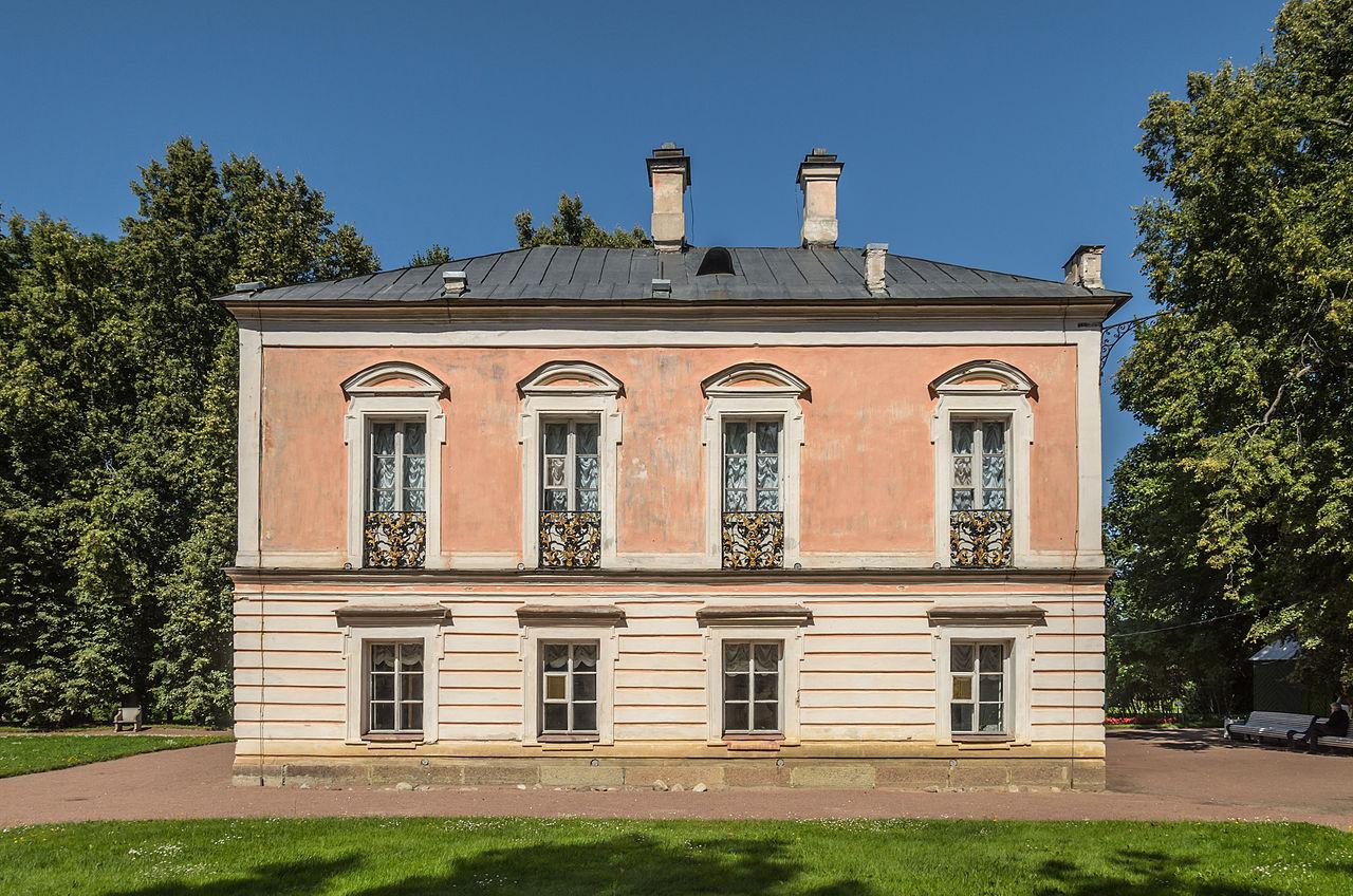 Дворец Петра III в парке Ораниенбаума. Автор фото: Florstein (WikiPhotoSpace)