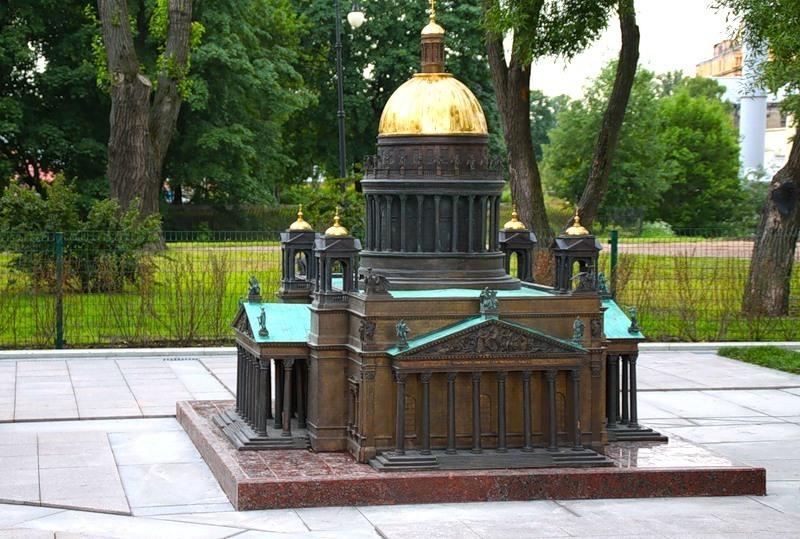 Петербург в миниатюре в Александровском парке, источник фото: https://www.tourister.ru/world/europe/russia/city/saint_petersburg/parks/23413