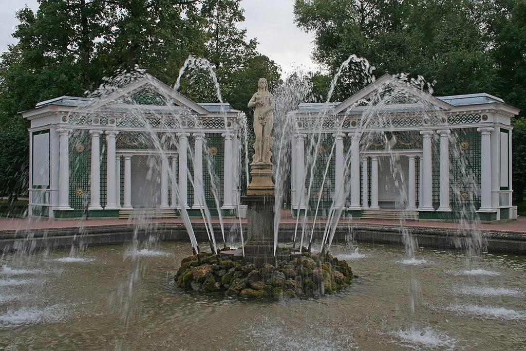 Нижний парк в Петергофе, Санкт-Петербург. Фонтан Ева.Автор фото: A.Savin (Wikimedia Commons · WikiPhotoSpace)