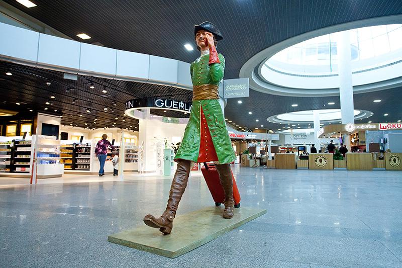 Скульптура Петра Первого в Пулково. Фото: pulkovoairport.ru
