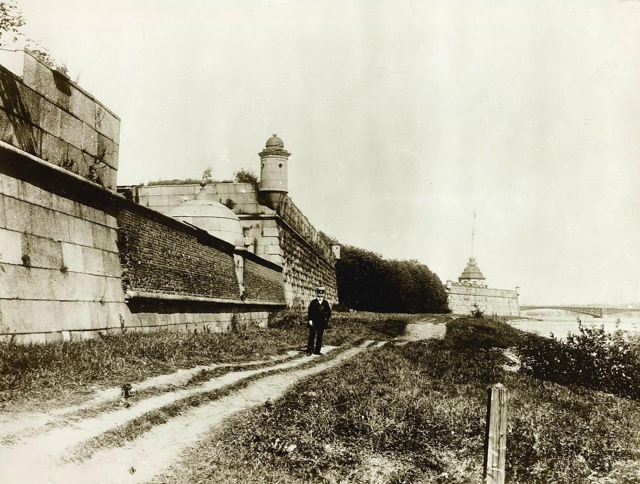 Петропавловская крепость дерево-земляная