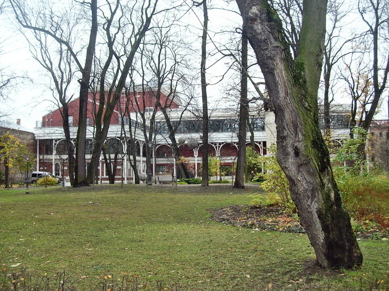 """Сад-театр """"Буфф"""". Измайловский сад. Фото: citywalls.ru"""
