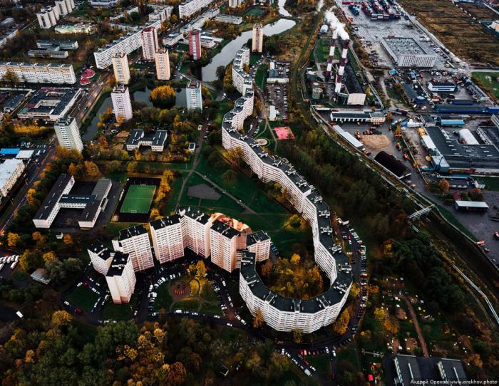 """Удивительный """"дом-змея"""" в Санкт-Петербурге. Фото: pikabu.ru"""