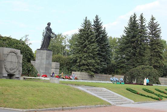 """Пискаревский мемориал, монумент """"Мать-Родина"""""""