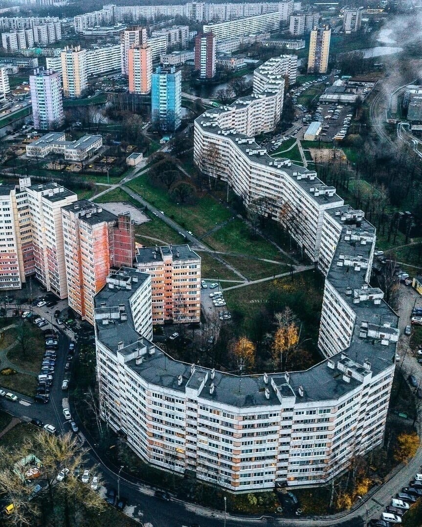 """""""Дом-змея"""" в Петербурге. Фото: """"Питер Бесплатный"""""""