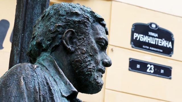 Памятник Сергею Довлатову на ул. Рубинштейна, 23. Фото: fair.ru