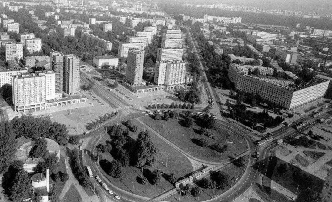 Площадь Мужества. 1986 г., источник фото: https://vk.com/club45851?z=album-45851_208009504, Автор: Ольга Фёдорова