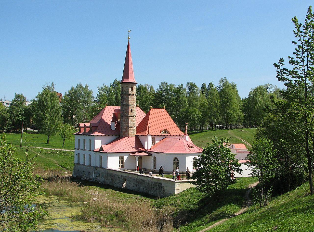 Вид на Приоратский дворец (Гатчина), источник фото: Wikimedia Commons