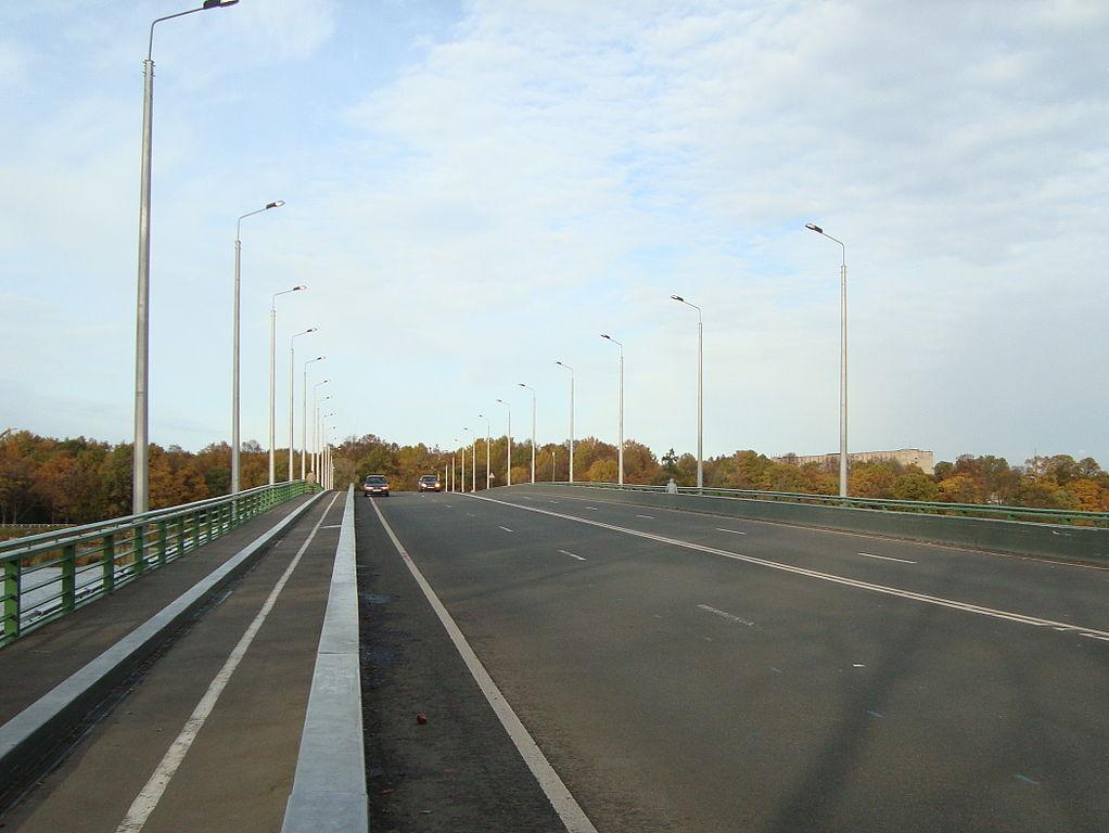 Проезжая часть Большого Петровского моста. Фото: Wagon (Wikimedia Commons)