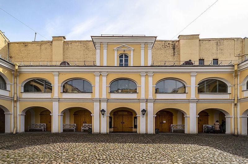 Двор Мемориального музея-квартиры А. С. Пушкина.  Автор:  Florstein, Wikimedia Commons