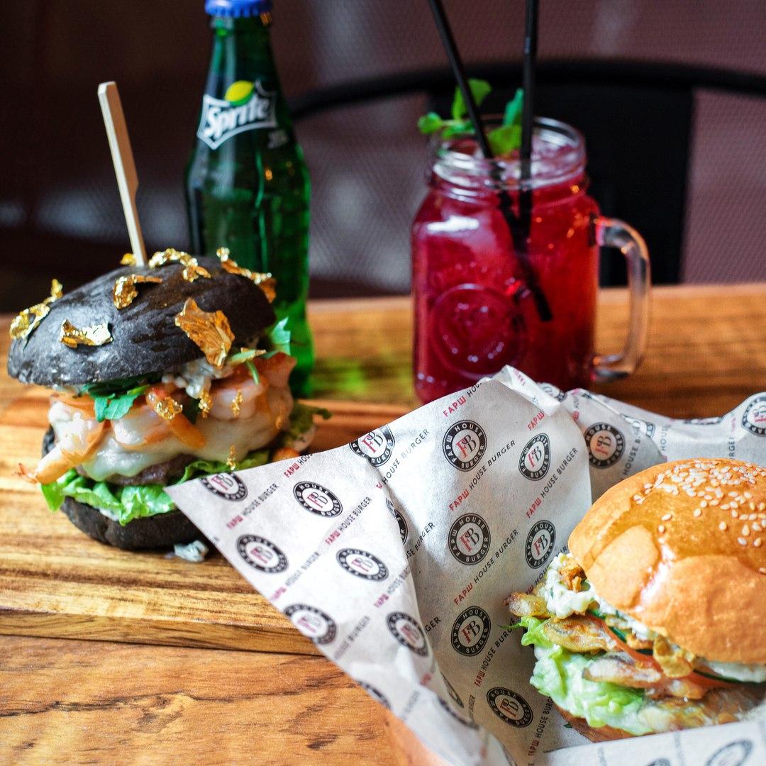 Бургеры Коко и с Сусальным золотом. First House Burger