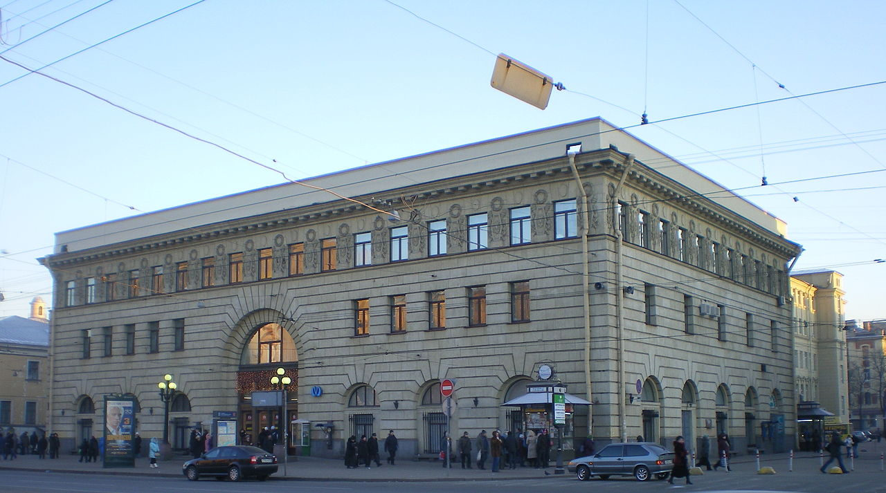 "Вестибюль станции метро ""Пушкинская"". Автор фото: Андрей!(Wikimedia Commons)"