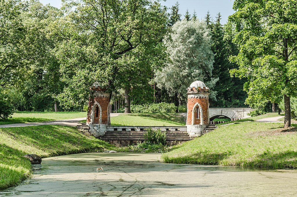 Красный каскад в Екатерининском парке Царского села. Автор фото: Florstein (WikiPhotoSpace)