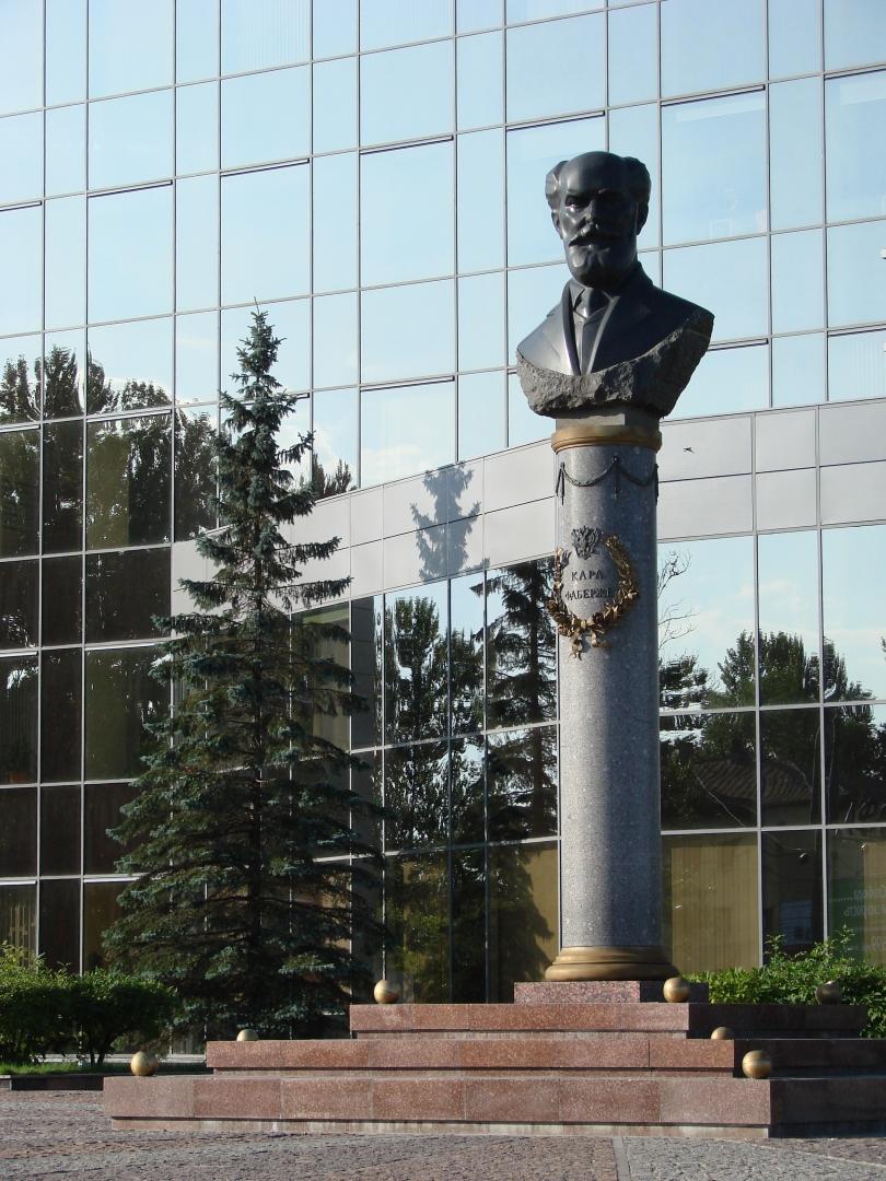 Памятник Карлу Фаберже в Санкт-Петербурге. Фото: Sergeev Pave