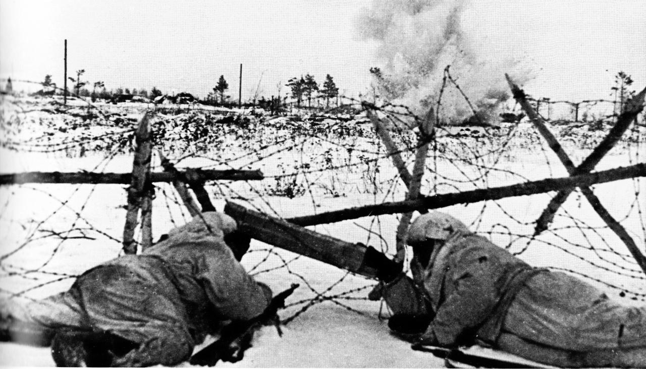 На фото разведчики Ленинградского фронта во время боя у проволочных заграждений. 12 января 1943 г. Источник: vk.com/myhistorypark_spb