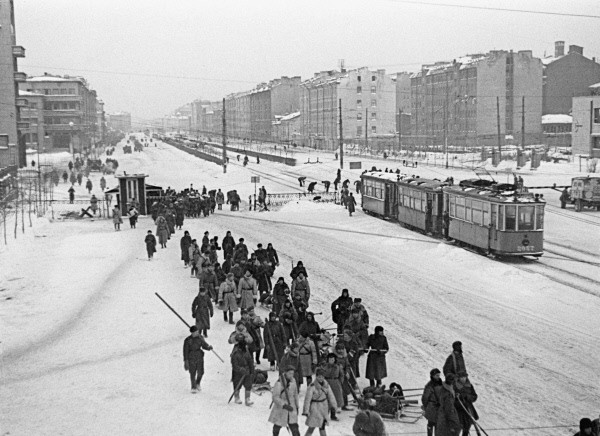 Московский проспект в Ленинграде в дни ВОВ - дорога на фронт, источник фото: Wikimedia Commons, Автор: Борис Кудояров
