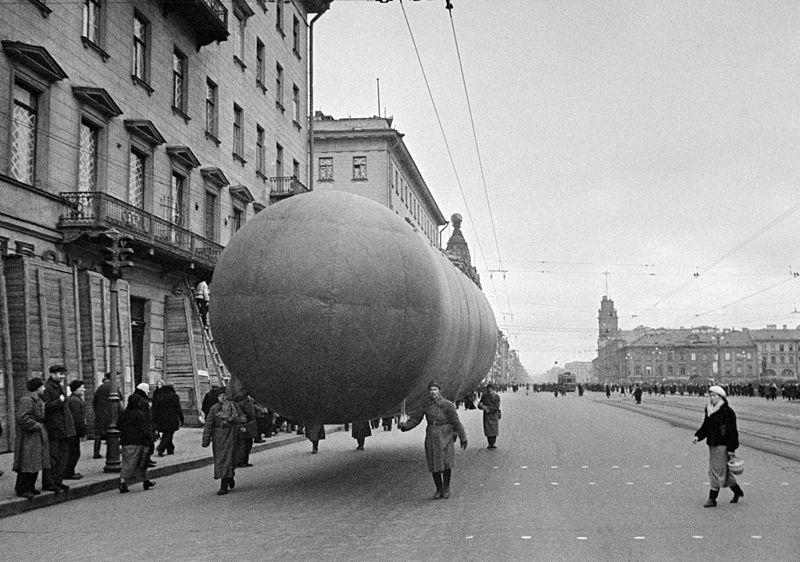 Невский проспект 9 октября 1941 г., источник фото: Wikimedia Commons, Автор: Anatoliy Garanin / Анатолий Гаранин