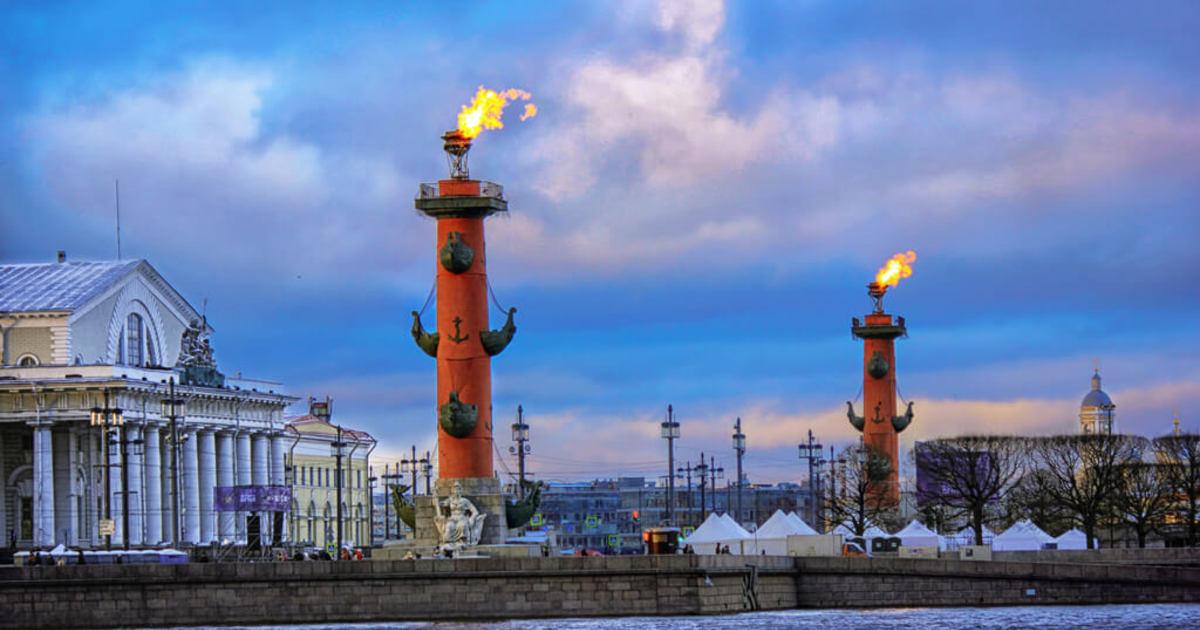 Ростральные колонны, фото с сайта Newia.ru
